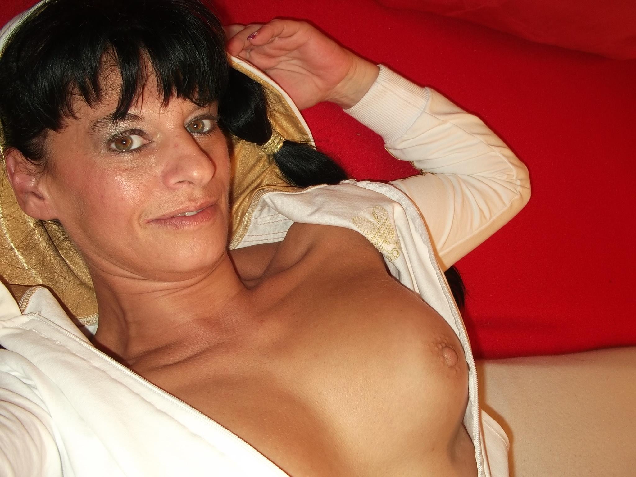 Sexgeile Hausfrauen ficken beim Livesextreff